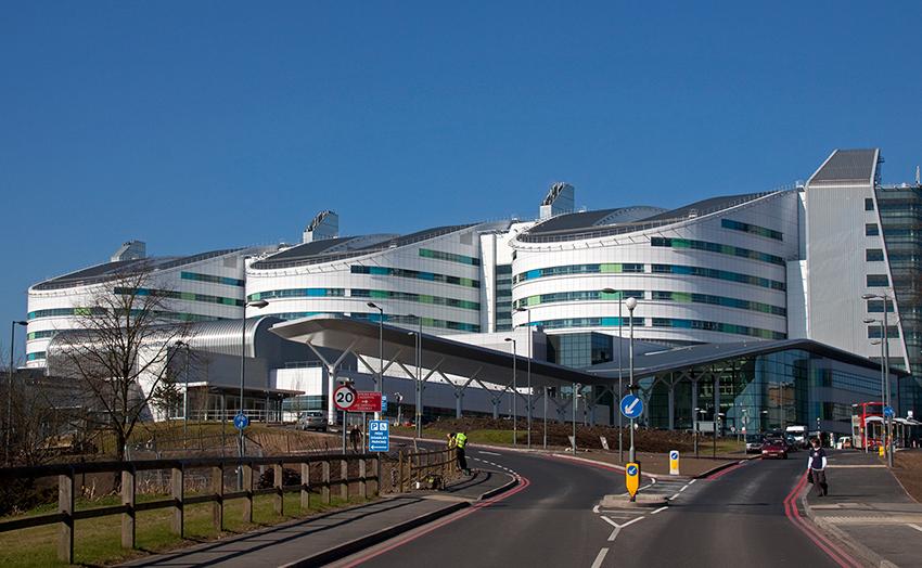 Queen_Elizabeth_Hospital_Birmingham2011