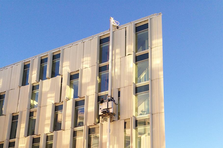 UN_City_facade_with_bmu