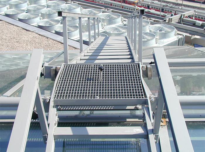 sanomatalo_traversing_ladders